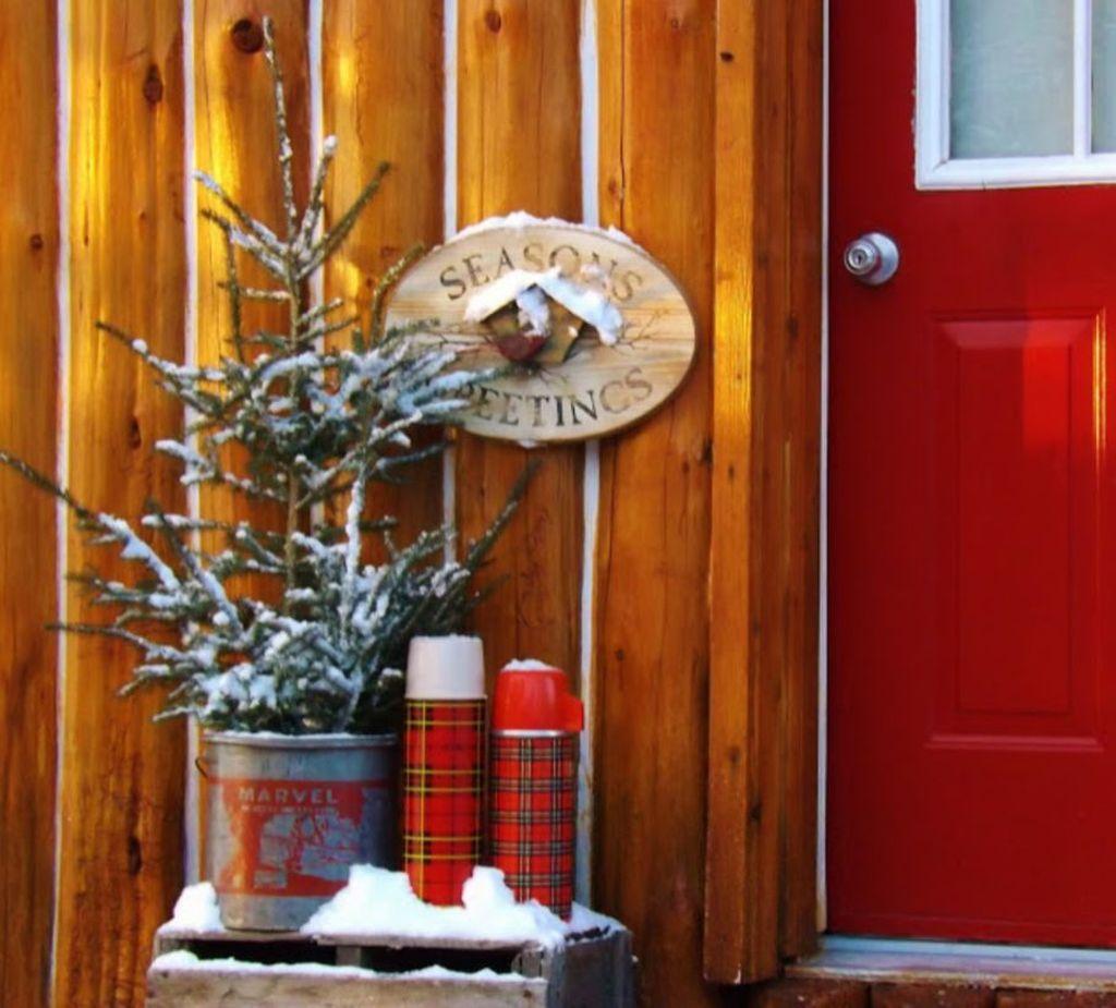 Gorgeous Winter Porch Decor Ideas 03