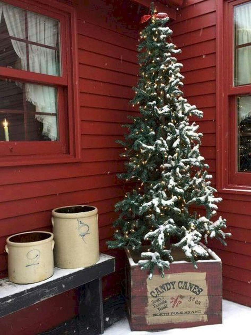 Gorgeous Winter Porch Decor Ideas 36