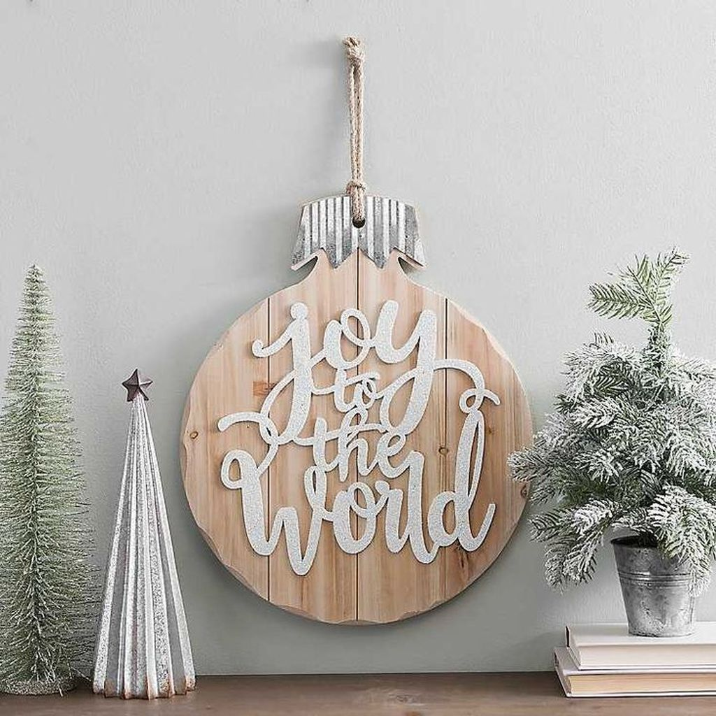 Lovely Christmas Wall Decor Ideas For Your Homes 17