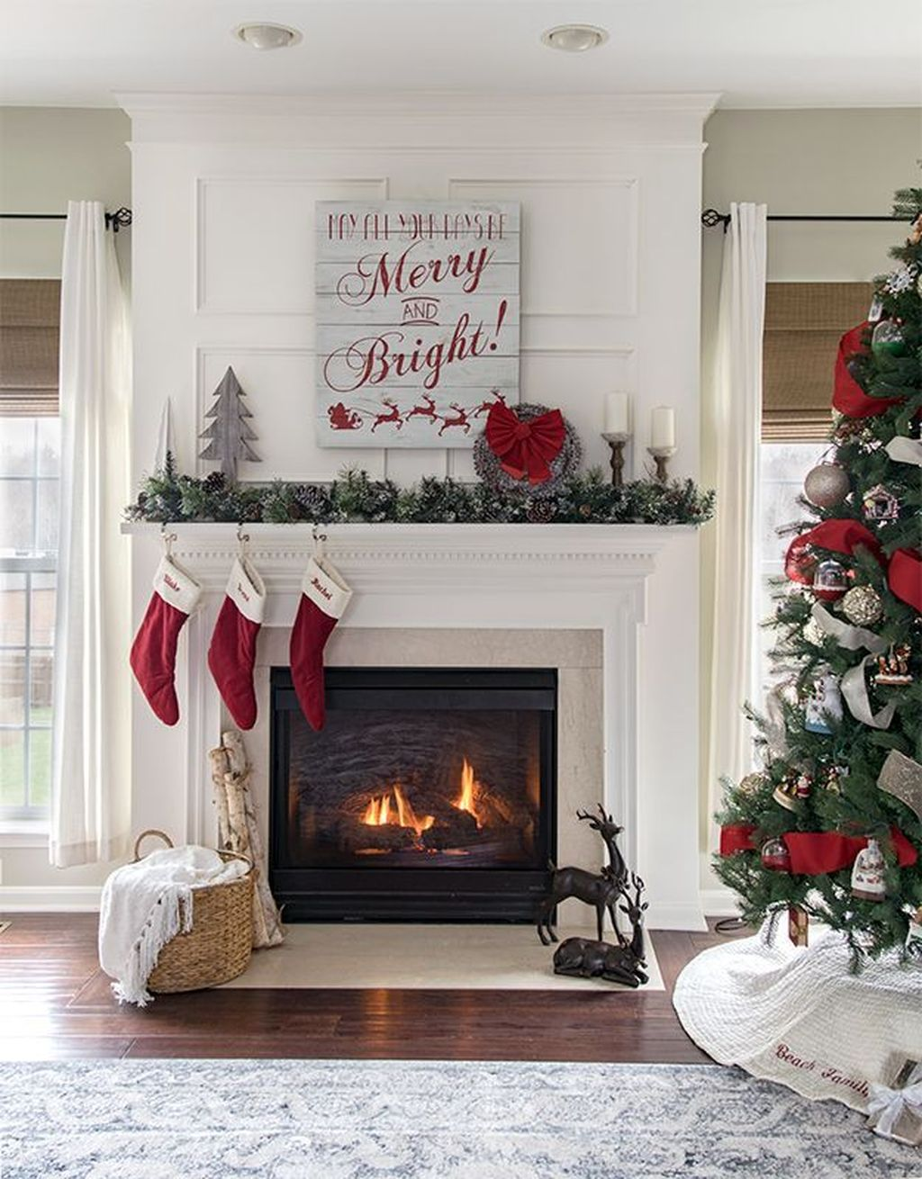 Lovely Christmas Wall Decor Ideas For Your Homes 24