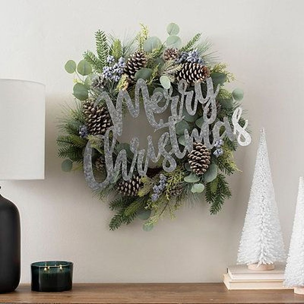 Lovely Christmas Wall Decor Ideas For Your Homes 28