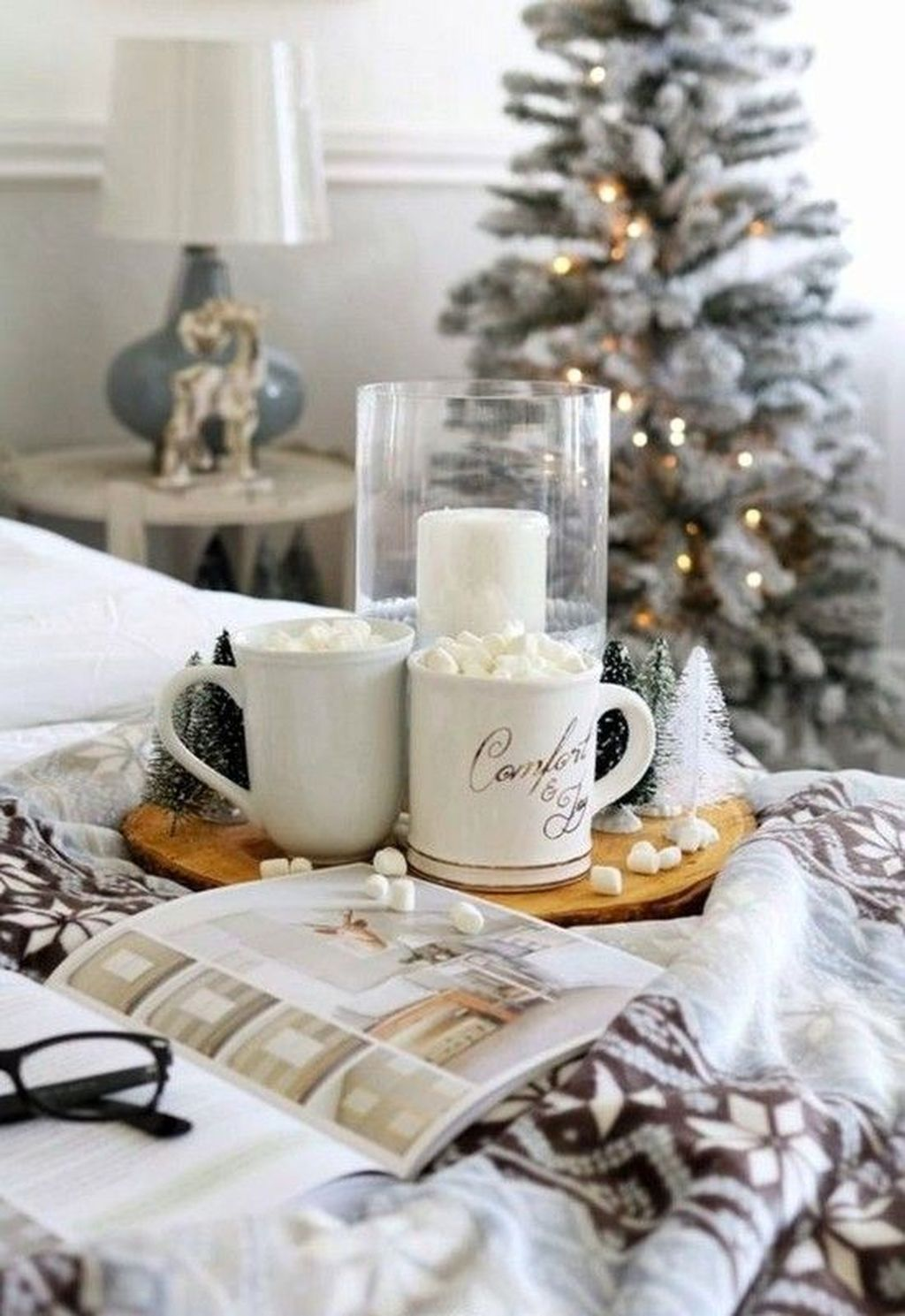 Lovely Winter Wonderland Home Decoration Ideas Look Beautiful 28