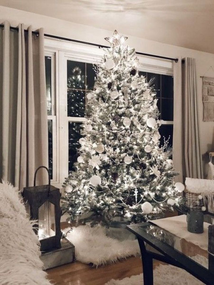 Lovely Winter Wonderland Home Decoration Ideas Look Beautiful 34