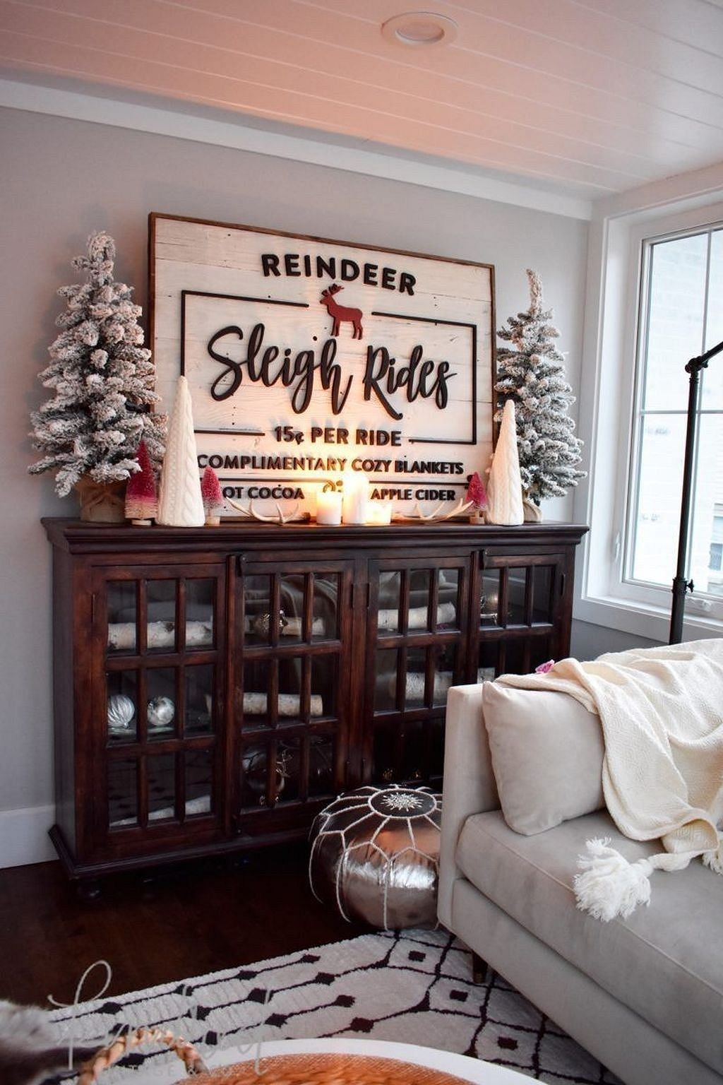 Popular Christmas Theme Apartment Decorations 04