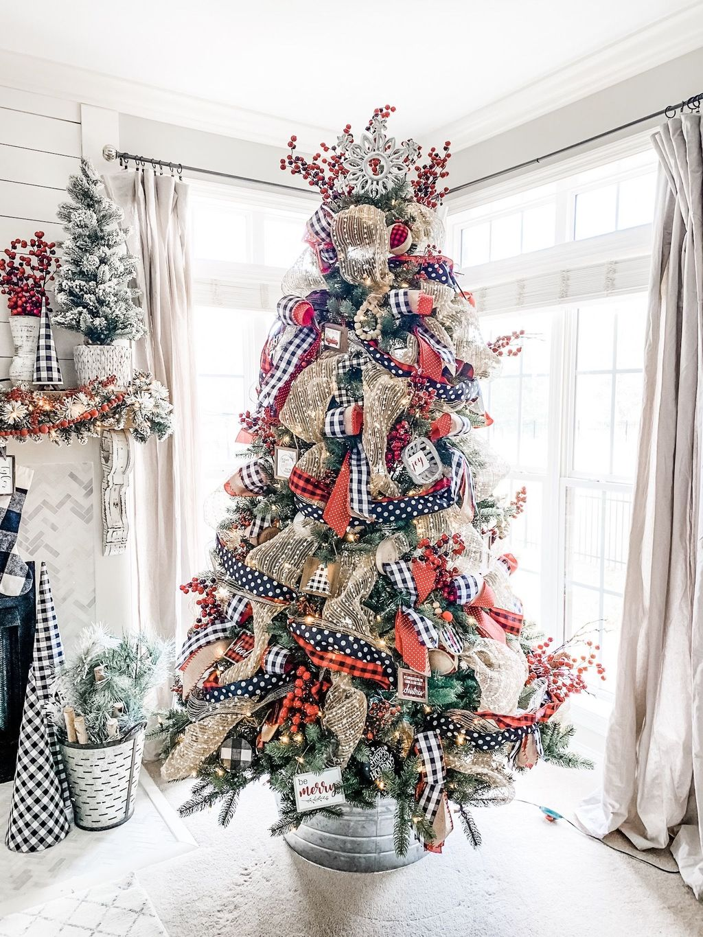 Popular Christmas Theme Apartment Decorations 06
