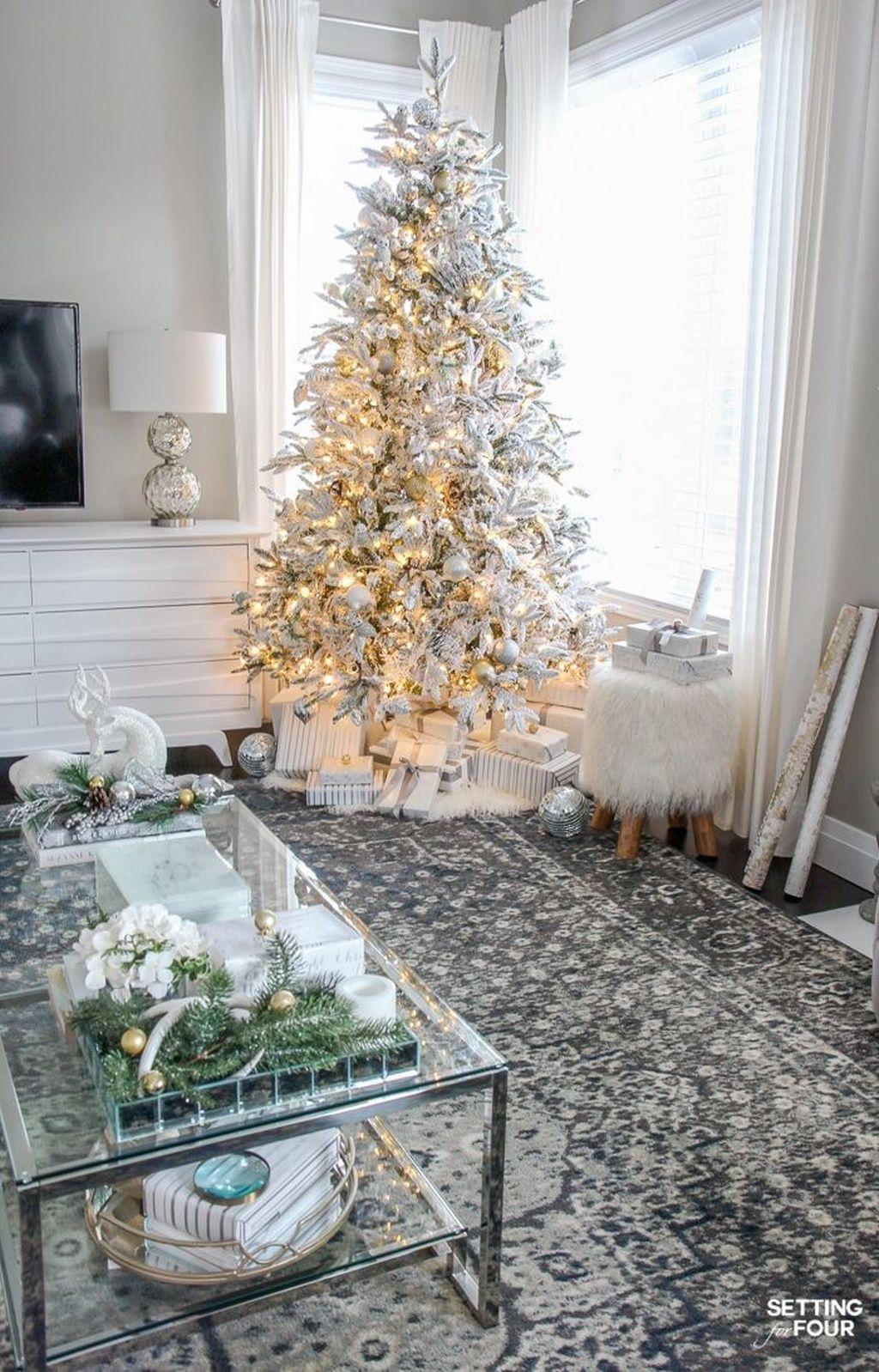 Popular Christmas Theme Coffee Table Decoration Ideas 13