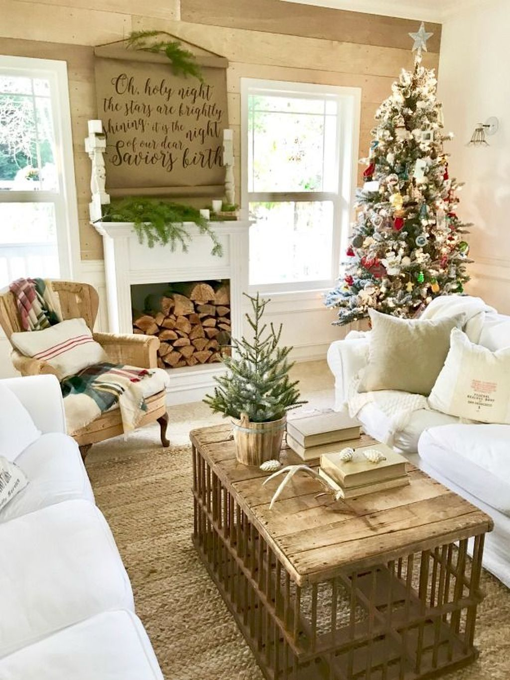 Popular Christmas Theme Coffee Table Decoration Ideas 30