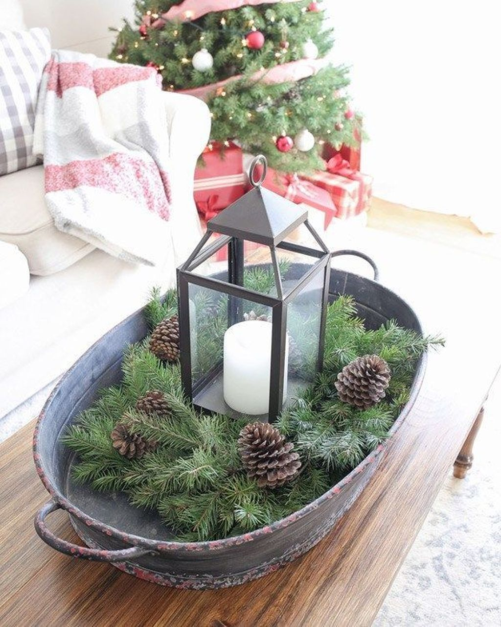 Popular Christmas Theme Coffee Table Decoration Ideas 44
