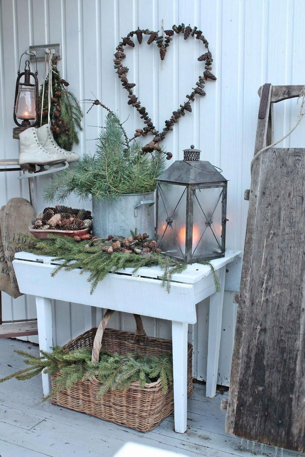 Popular Rustic Winter Porch Decoration Ideas 07
