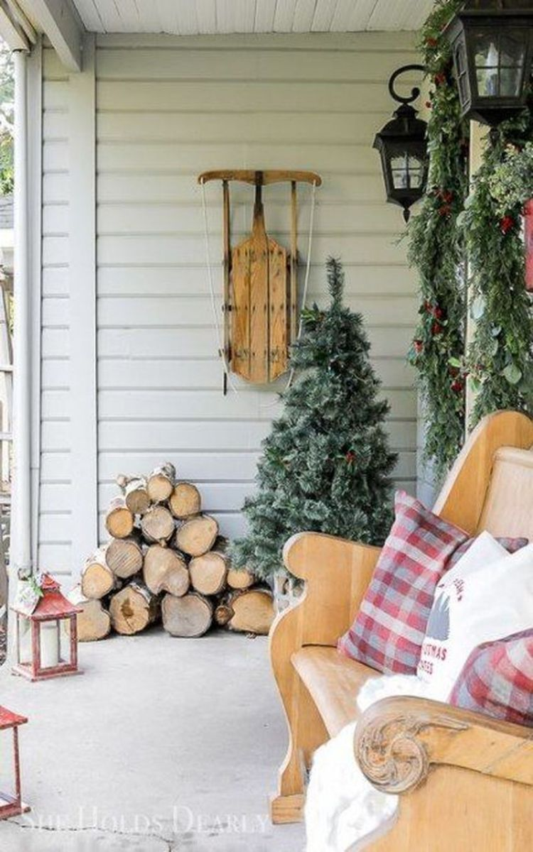 Popular Rustic Winter Porch Decoration Ideas 08