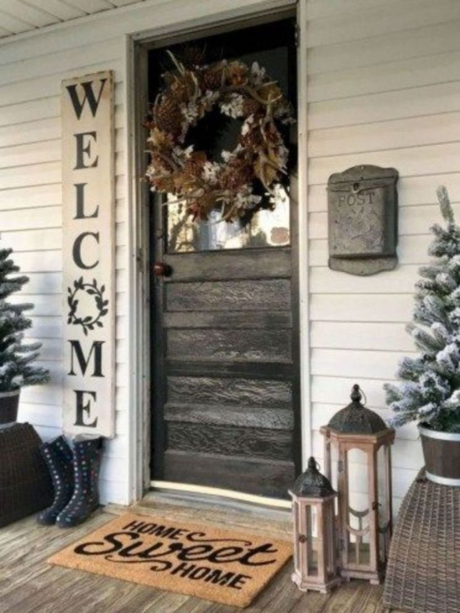 Popular Rustic Winter Porch Decoration Ideas 14