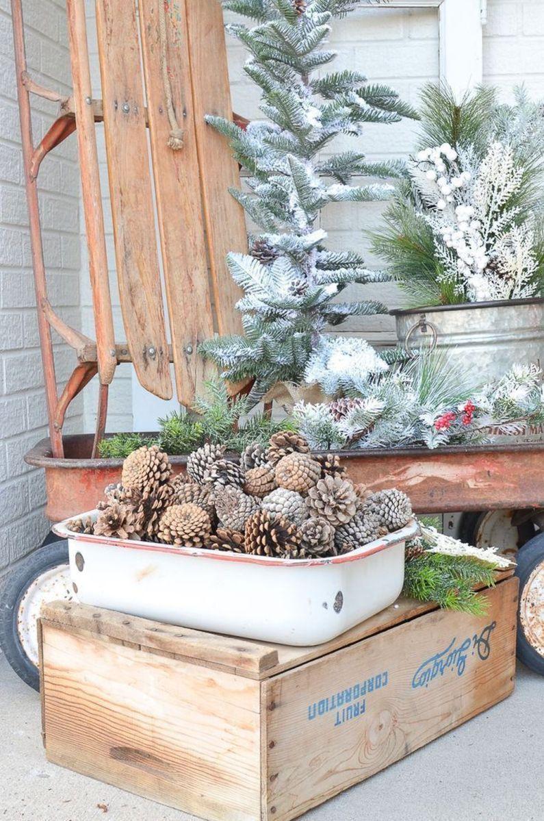 Popular Rustic Winter Porch Decoration Ideas 28