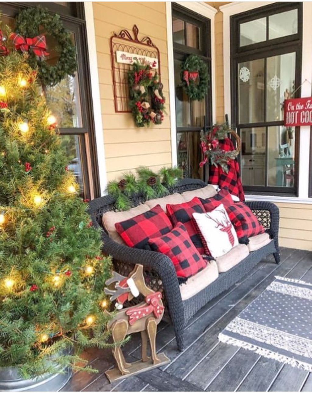 Popular Rustic Winter Porch Decoration Ideas 29