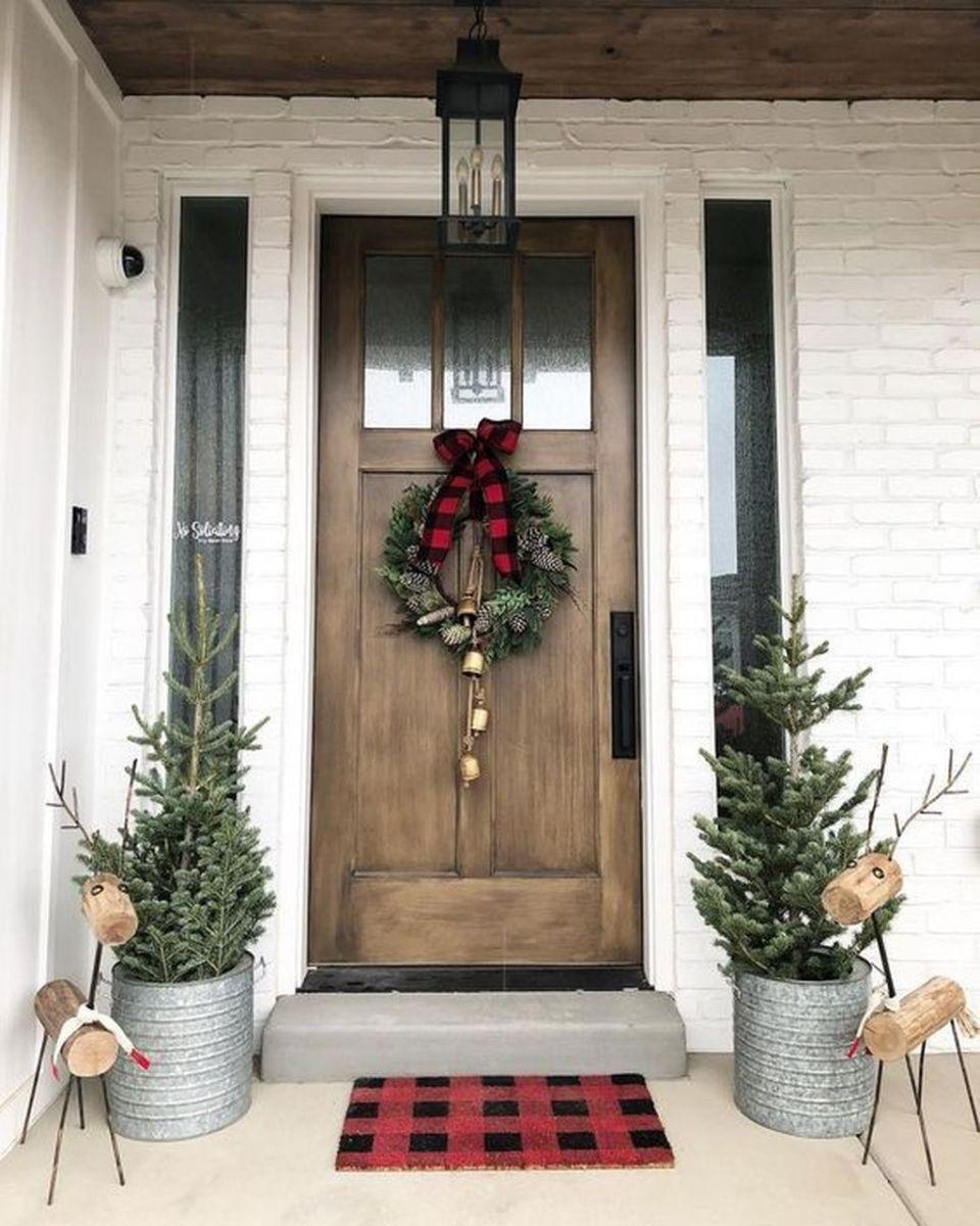 Popular Rustic Winter Porch Decoration Ideas 30