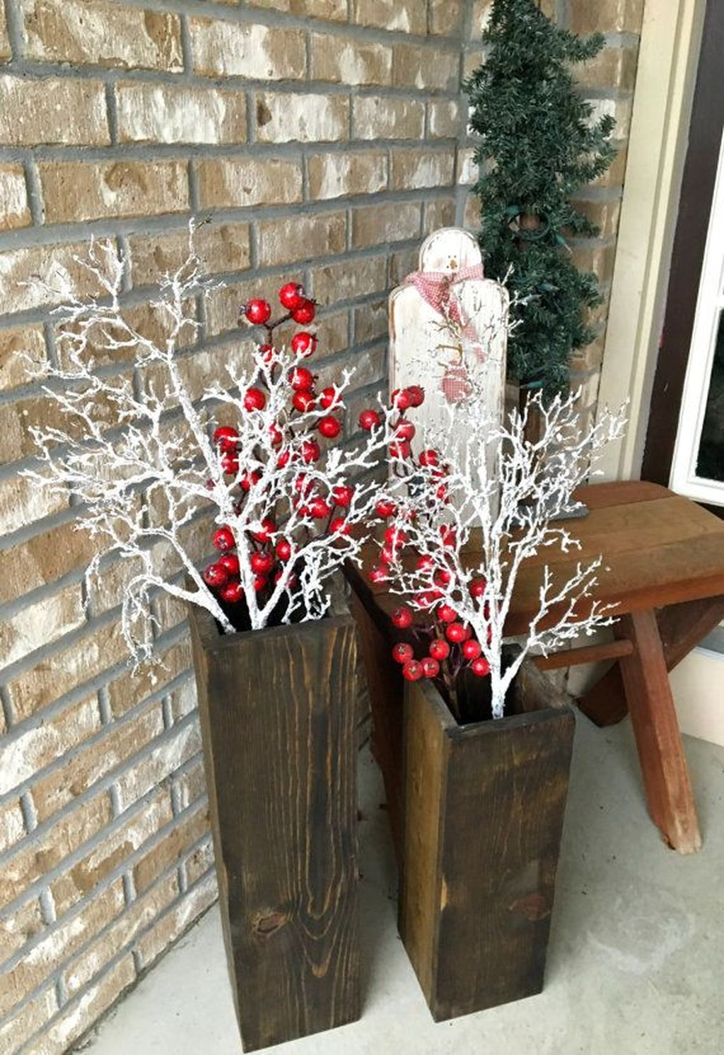 Popular Rustic Winter Porch Decoration Ideas 44