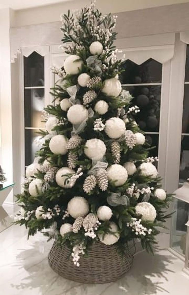 Stunning White Christmas Tree Ideas To Decorate Your Interior 05