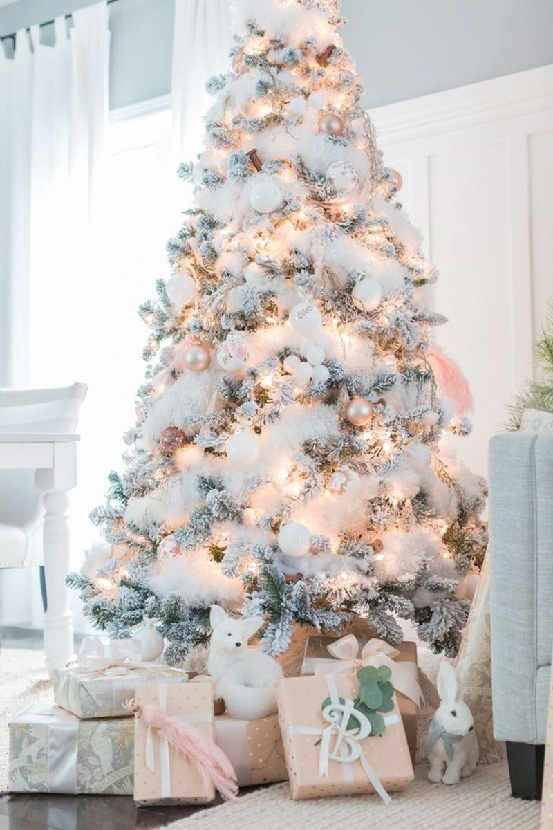 Stunning White Christmas Tree Ideas To Decorate Your Interior 06