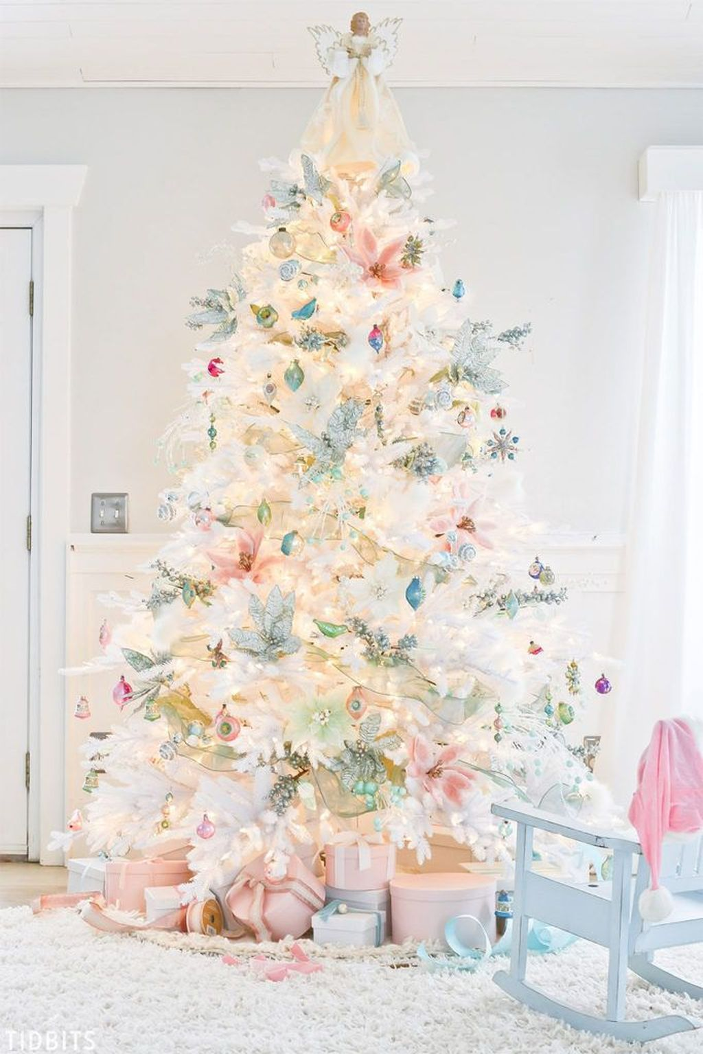 Stunning White Christmas Tree Ideas To Decorate Your Interior 18