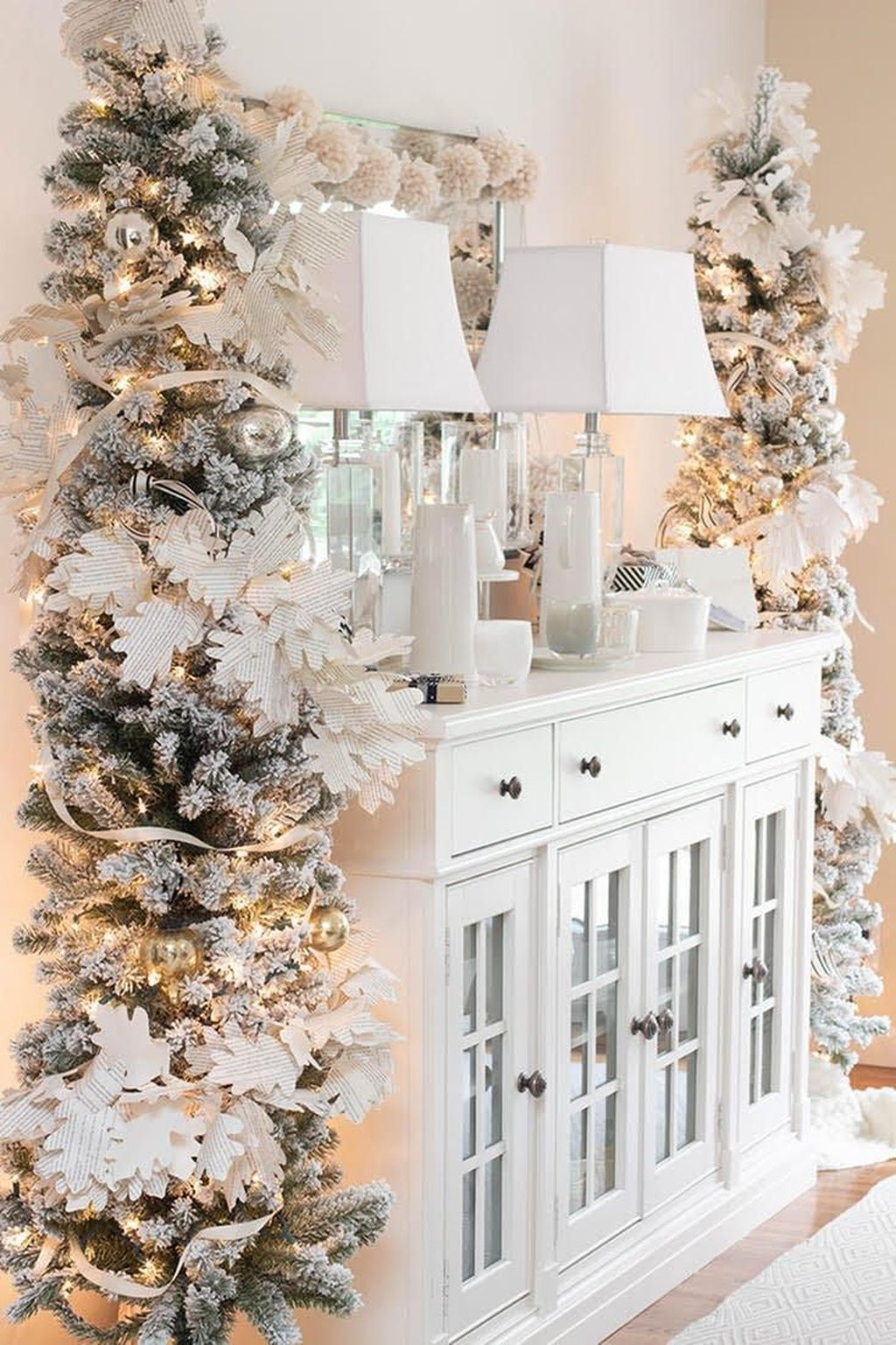 Stunning White Christmas Tree Ideas To Decorate Your Interior 20