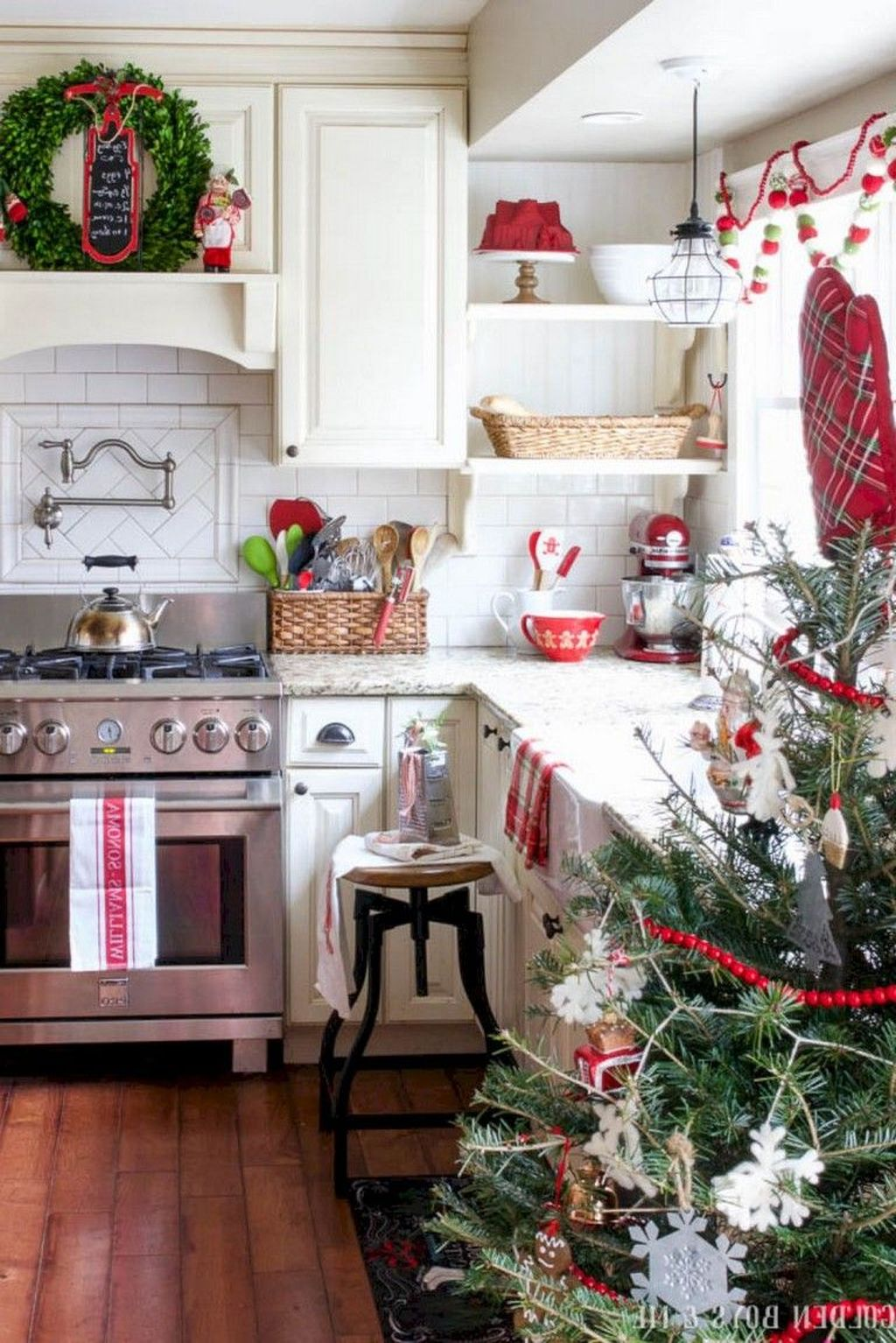 Stunning Winter Theme Kitchen Decorating Ideas 28