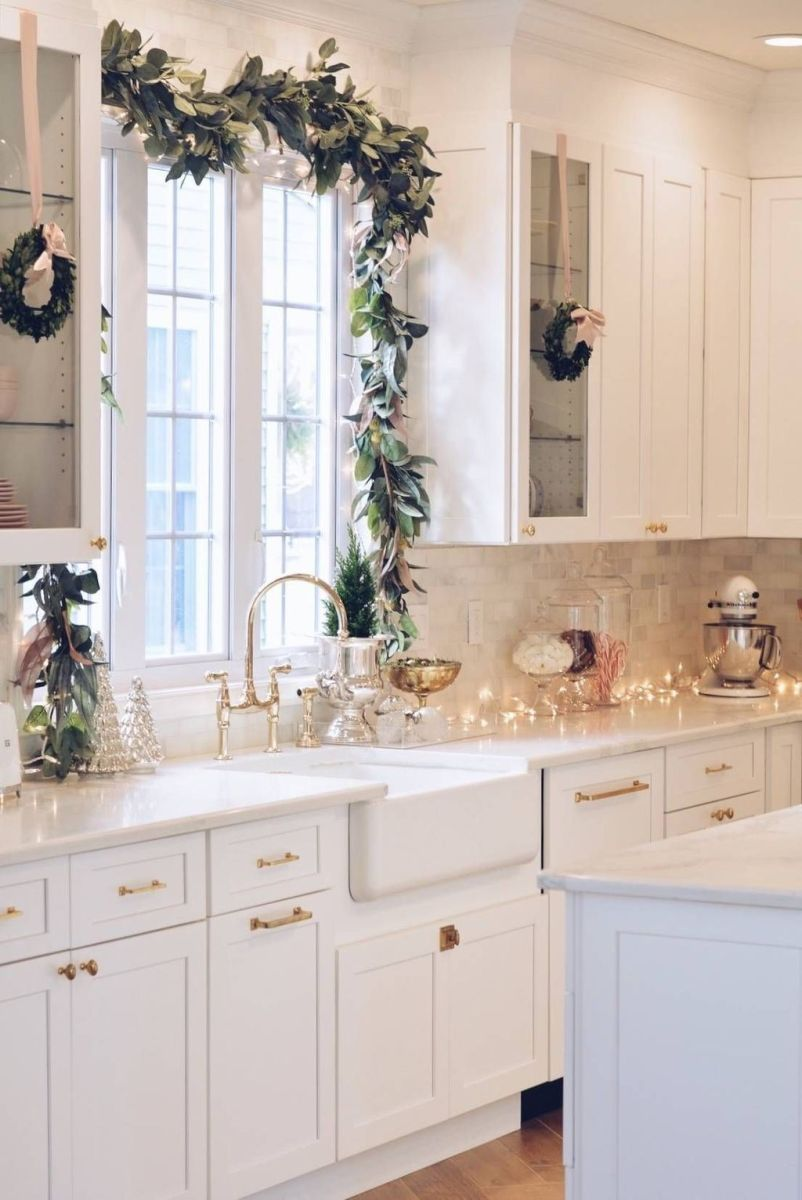 Stunning Winter Theme Kitchen Decorating Ideas 42