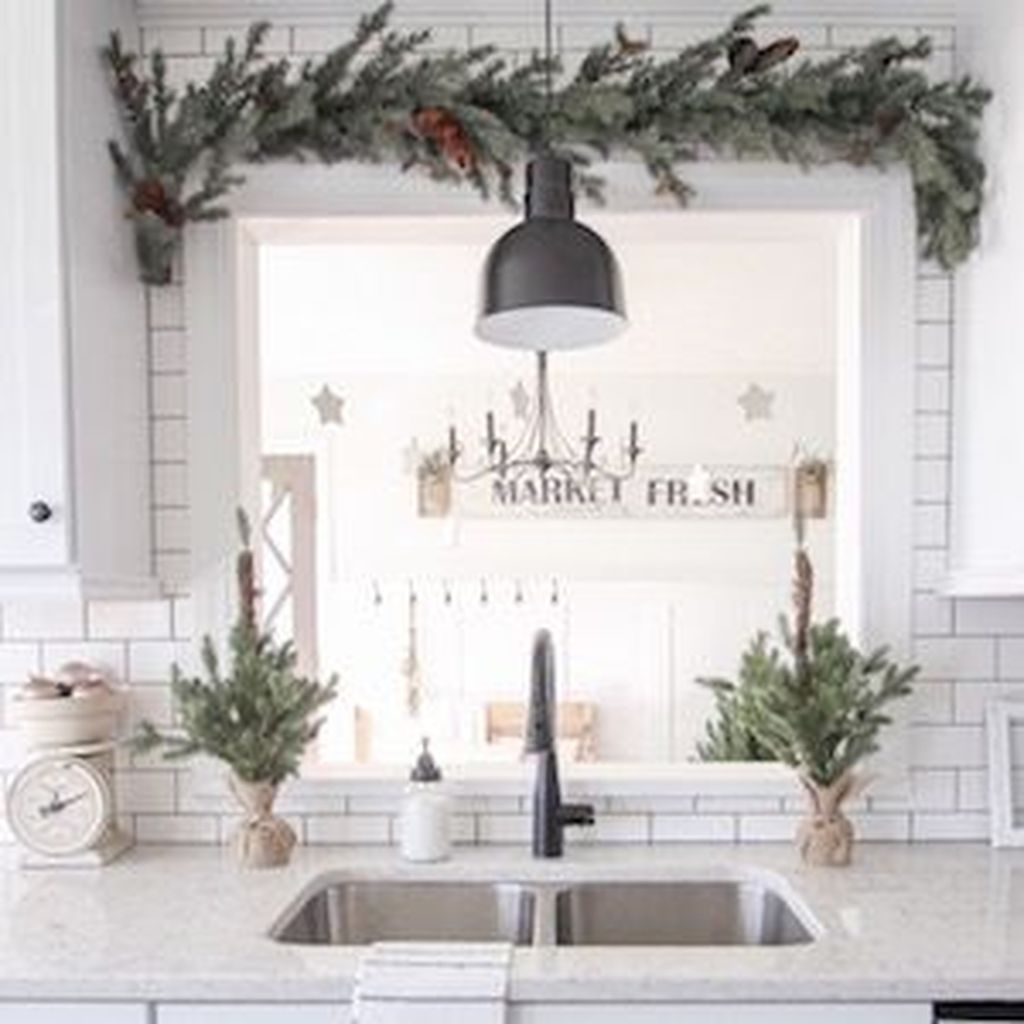 Stunning Winter Theme Kitchen Decorating Ideas 43