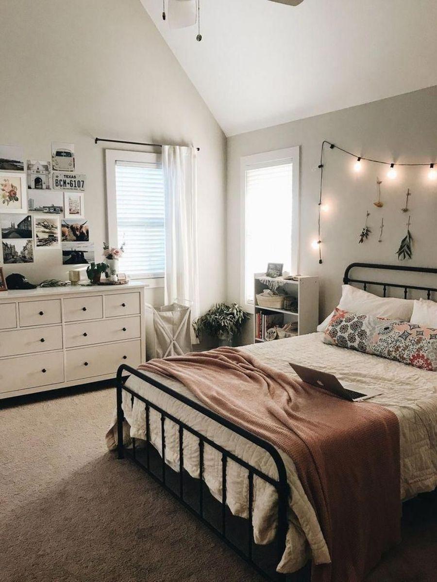 Fascinating Apartment Bedroom Decor Ideas 13