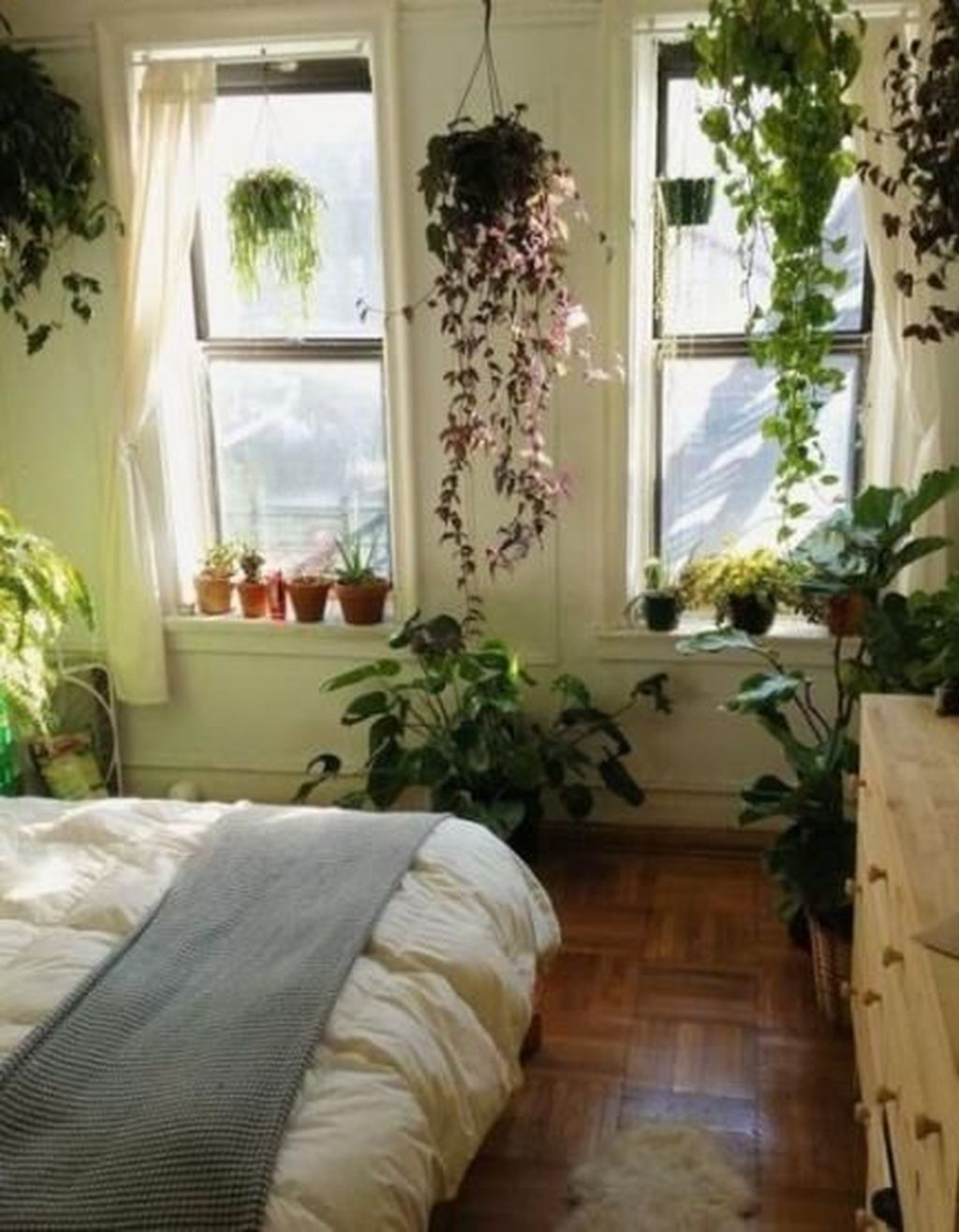 Lovely Bedroom Decor With Plant Ideas 01