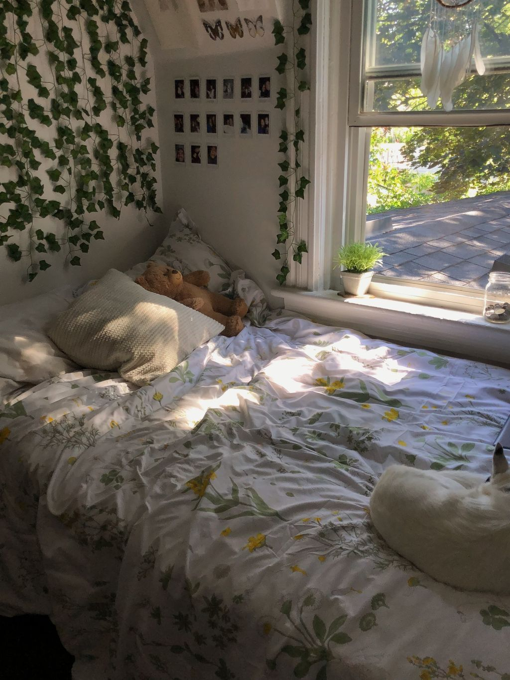 Lovely Bedroom Decor With Plant Ideas 10