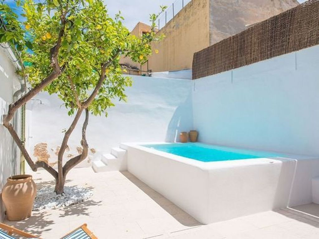 Lovely Swimming Pool Garden Ideas To Get Natural Accent 12