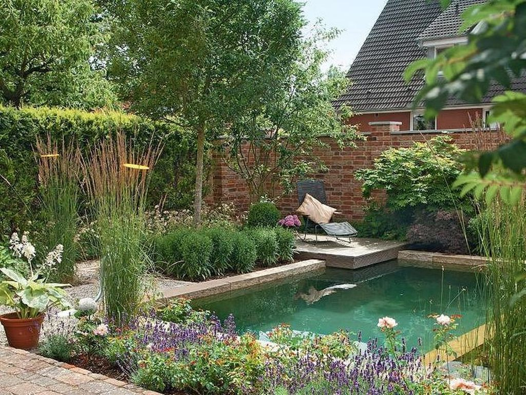 Lovely Swimming Pool Garden Ideas To Get Natural Accent 26