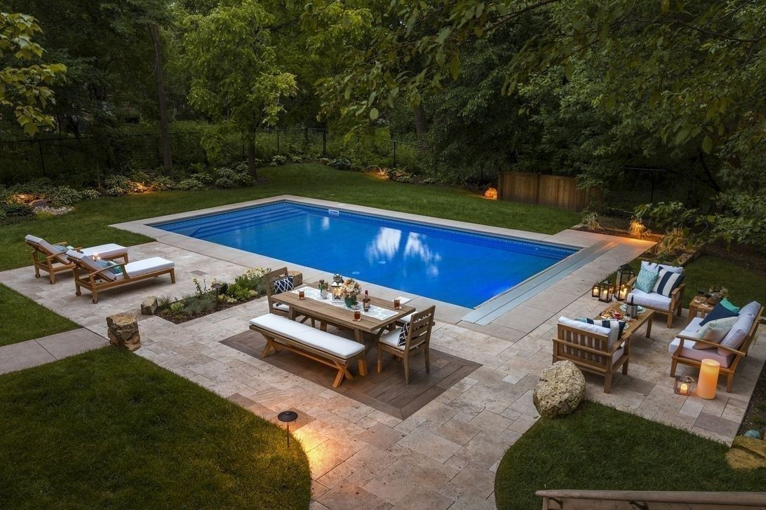 Lovely Swimming Pool Garden Ideas To Get Natural Accent 31