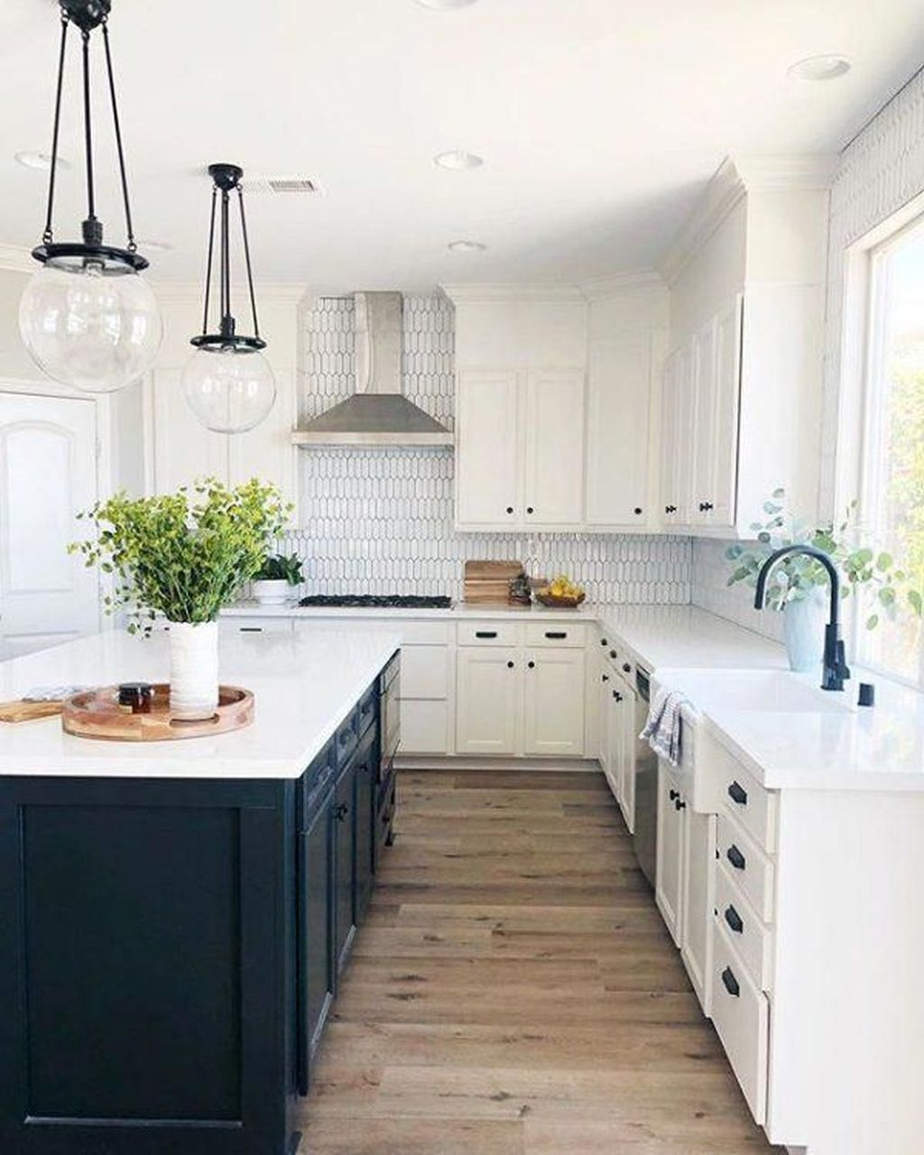 Wonderful Kitchen Lighting Ideas To Make It Look More Beautiful 17