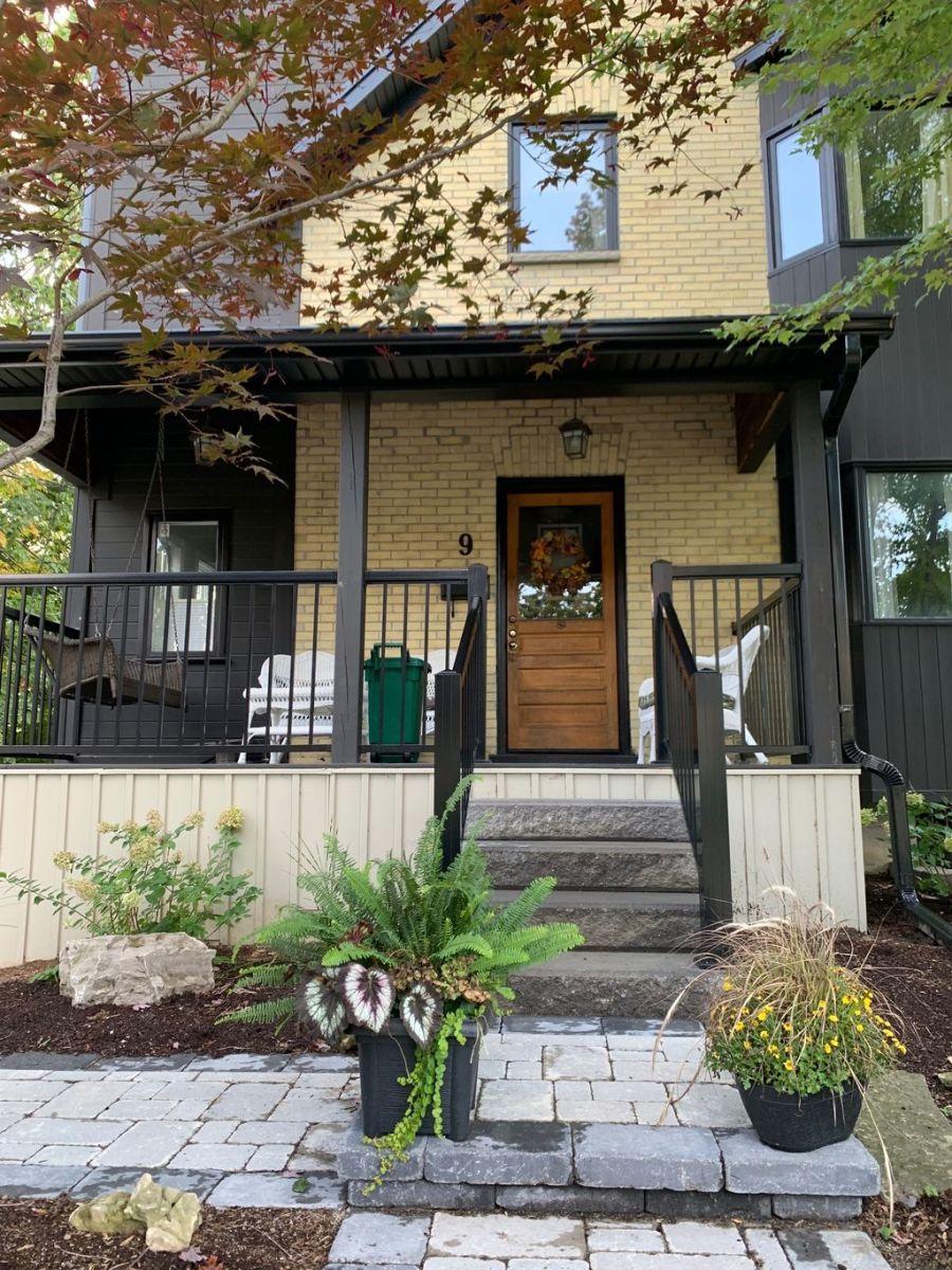 Awesome Yellow Brick House Exterior Design Ideas 04