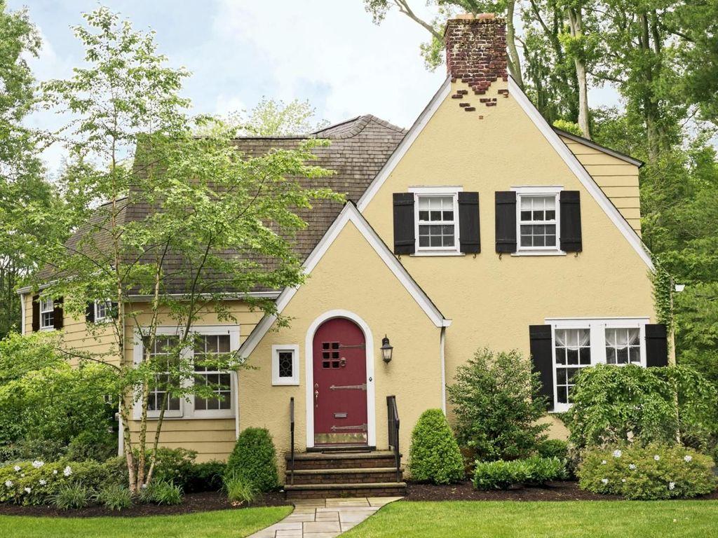 Awesome Yellow Brick House Exterior Design Ideas 09