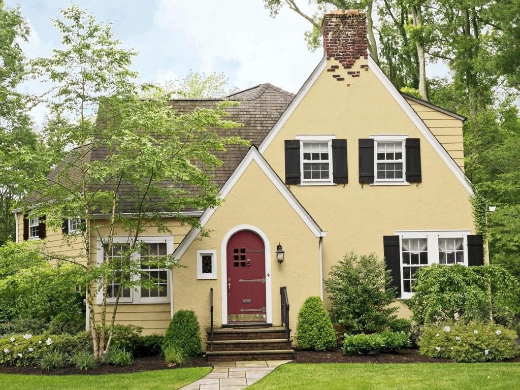 Awesome Yellow Brick House Exterior Design Ideas 09