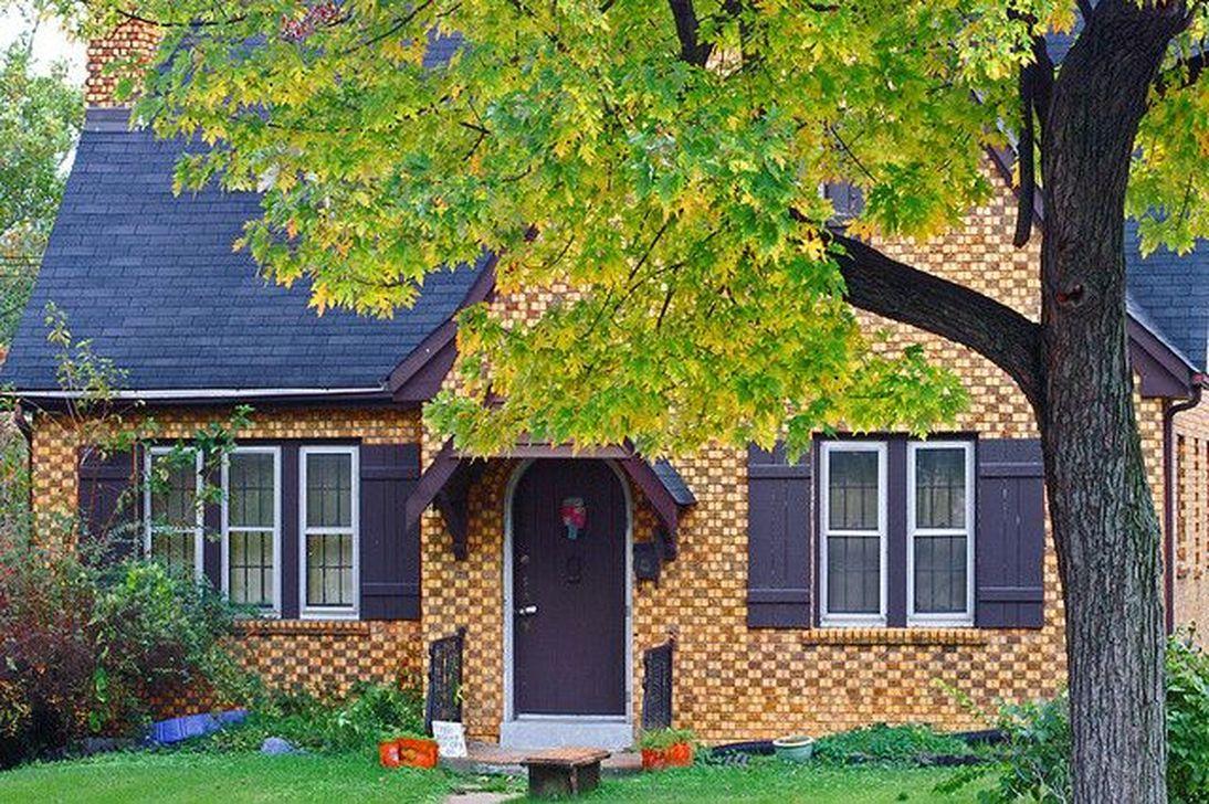 Awesome Yellow Brick House Exterior Design Ideas 24
