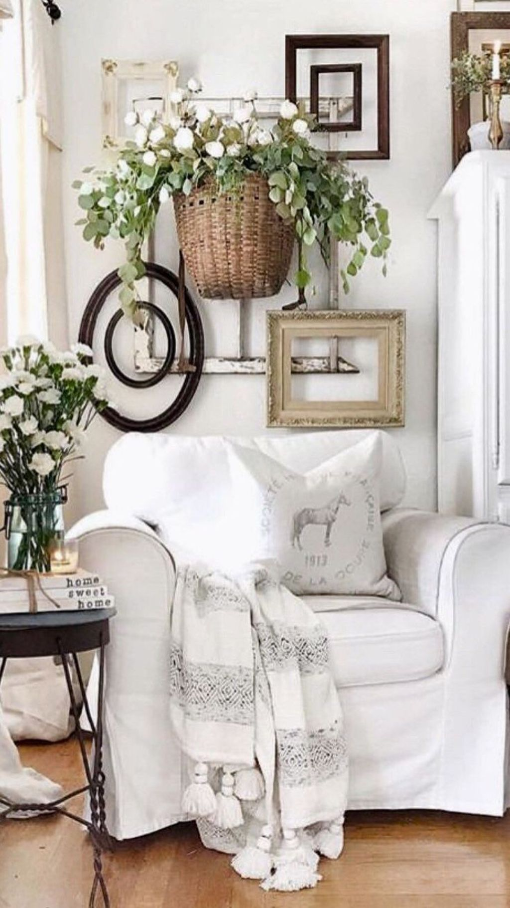 Beautiful Farmhouse Spring Table Decor Ideas 17