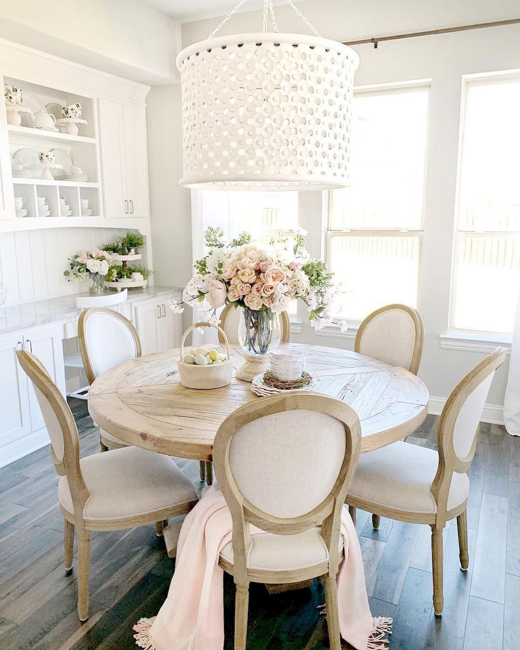 Brilliant French Dining Room Decor Ideas 27