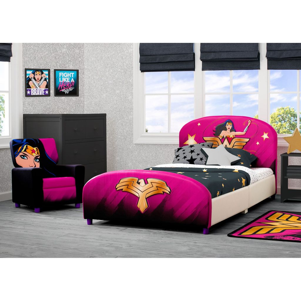 Fascinating Superhero Theme Bedroom Decor Ideas 06