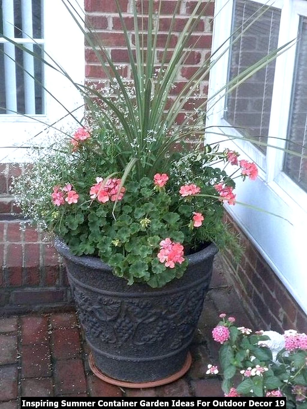 Inspiring Summer Container Garden Ideas For Outdoor Decor 19