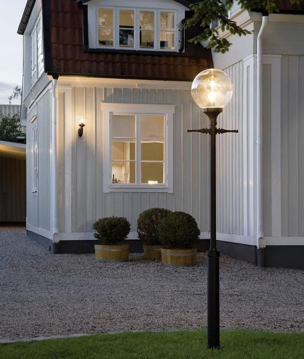 Stunning Outdoor Lamp Posts For Front Yards Decor 06