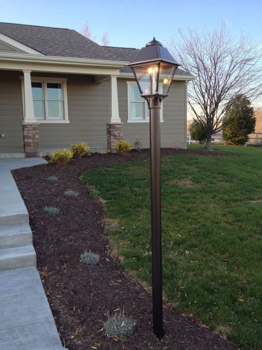 Stunning Outdoor Lamp Posts For Front Yards Decor 09