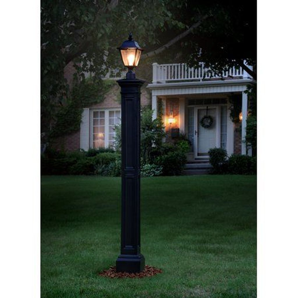 Stunning Outdoor Lamp Posts For Front Yards Decor 10