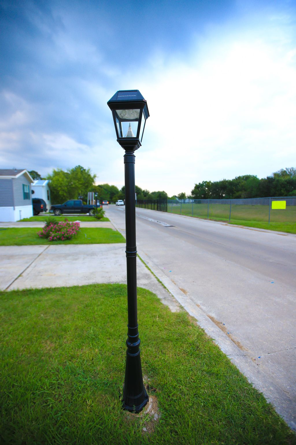 Stunning Outdoor Lamp Posts For Front Yards Decor 12