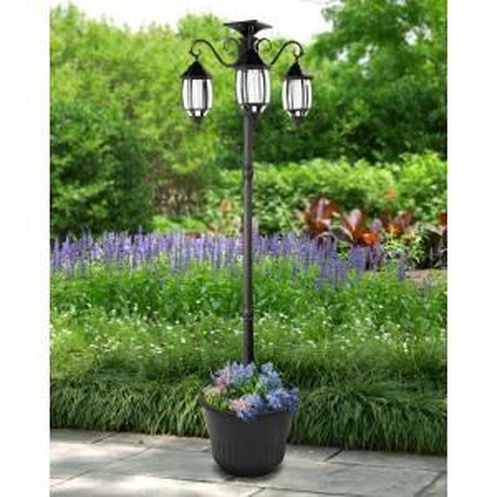 Stunning Outdoor Lamp Posts For Front Yards Decor 21