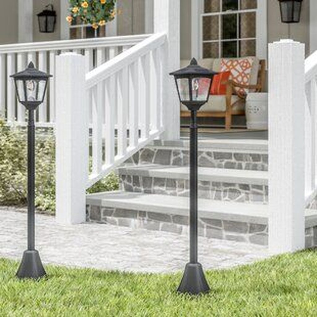 Stunning Outdoor Lamp Posts For Front Yards Decor 25