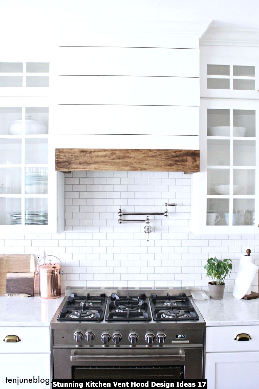 Stunning Kitchen Vent Hood Design Ideas 17