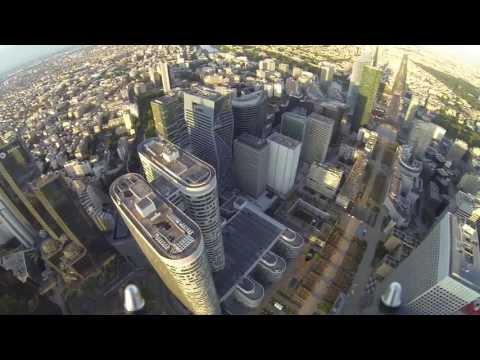 Drone Survol Paris La Défense. FPV drone civil multi-rotors. YouTube