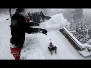 Grâce à Snowzilla les jeunes font de la luge- YouTube